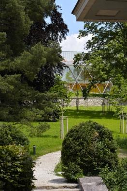 Vnejvýše položené, původně hospodářské části zahrady se dnes nachází nová přednášková budova fakulty architektury. Architekti Milan Rak aAlena Režná zanávrh vr. 2015 obdrželi cenu Grand Prix architektů.