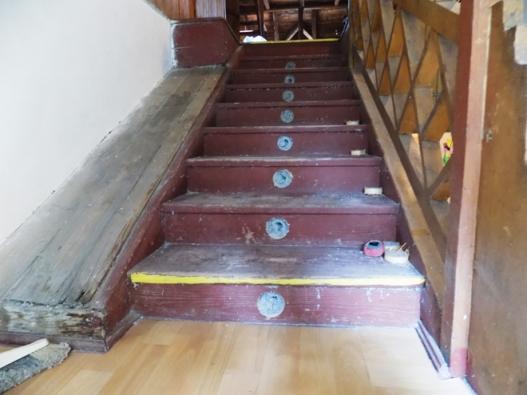 Zateplené schodiště a boční rampa s celulózovou izolací Climatizer Plus. (CIUR)