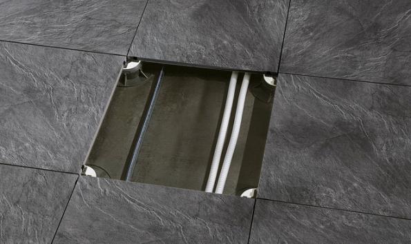 Uložení dlažby na terčích kromě jiného umožňuje např. instalaci elektrorozvodů nebo podlahového vytápění (Supergres)