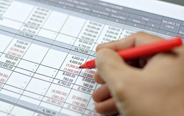 Profese rozpočtáře je důležitá iumalých staveb, kde často investoři vesnaze ušetřit zaplatí nepoctivým firmám zbytečně istatisíce.