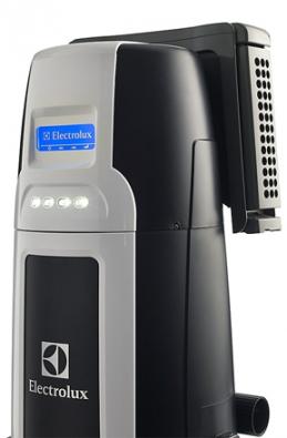 Předurčen k používání v pasivních domech je centrální vysavač ELUX 930 s LCD displejem a HEPA filtrem v základním vybavení. Jen tento model má vysoký sací výkon 700airwattů při minimální spotřebě.