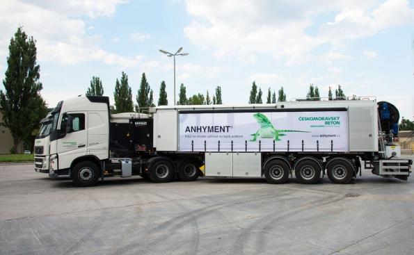 Výroba litého potěru ANHYMENT probíhá v maltárnách skupiiny Českomoravský beton nebo prostřednictvím výrobního mobilního zařízení (ČESKOMORAVSKÝ BETON)