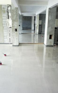 Výsledná plocha podlahy po nalití a urovnání do požadované roviny (ČESKOMORAVSKÝ BETON)