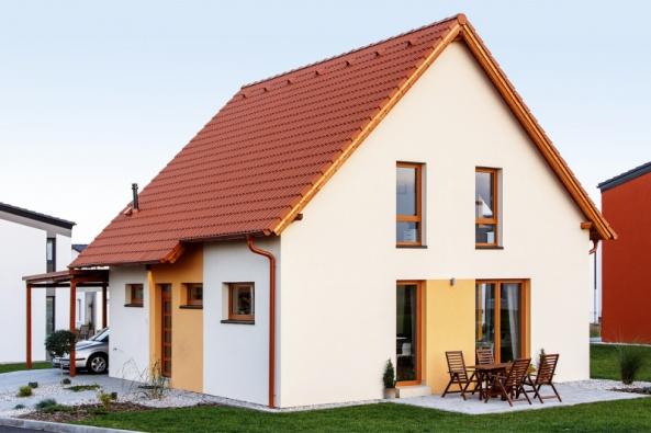 Typový dům Ideal společnosti Canaba působí malebně aútulně. Díky kombinaci klasických tvarů amoderních prvků zapadne dostávající zástavby