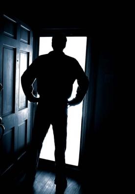 Výše škody a fakt, zda policie dopadne viníka, nehraje při opětovném získávání pocitu jistoty a bezpečí ve vlastním bytě či domě téměř žádnou roli. K lepšímu pocitu pomůže vylepšení zabezpečení bytu či domu. (Zdroj: NEXT)
