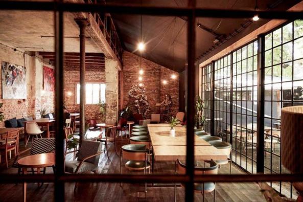 Pošesté za éru komorních dyzajnových setkání se 22. října můžete potkat s designéry v Kavárně co hledá jméno na Smíchově.
