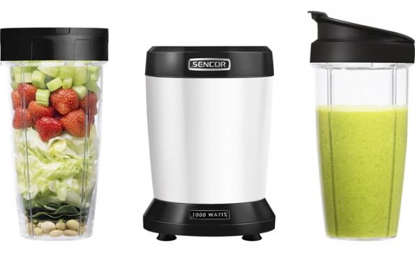 Vitamíny v láhvi: Výkonný a účinný NUTRI MIXÉR SNB 43xx od SENCORu má motor o výkonu 1000 W a 6 nerezových nožů s povrchovou úpravou slitiny titanu a dokáže ze semínek, oříšků, ovoce, zeleniny, obilovin a dalších surovin díky kvalitním nožům a síle motoru, který je pohání, vyrobit zdravé a energeticky bohaté smoothie s maximálním udržením všech vitamínů a enzymů v surovinách obsažených. (www.sencor.cz)