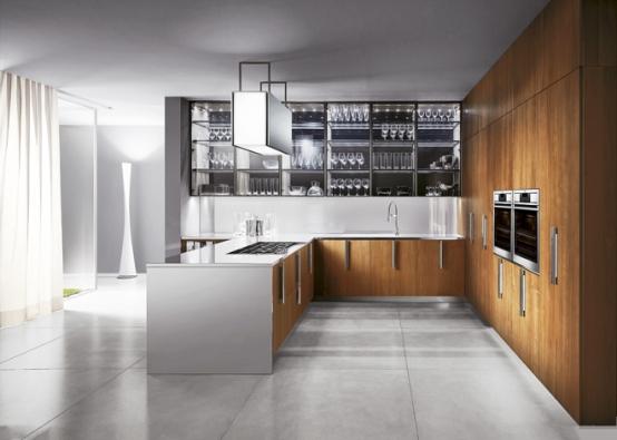 Prostor mezi deskou a horními skříňkami kuchyňské linky je speciální – na první pohled nenápadný, ovšem ve skutečnosti určuje náš celkový dojem z kuchyně.