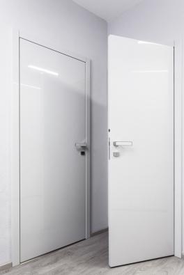 Nejprodávanější lakované dveře vmoderním designu, model MILLENIUM, všedém laku vevysokém lesku.