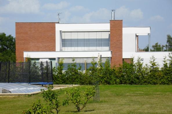 Fasády sco nejširšími průběžnými pásovými okny bývají působivé. Le Corbusier to věděl. (1)