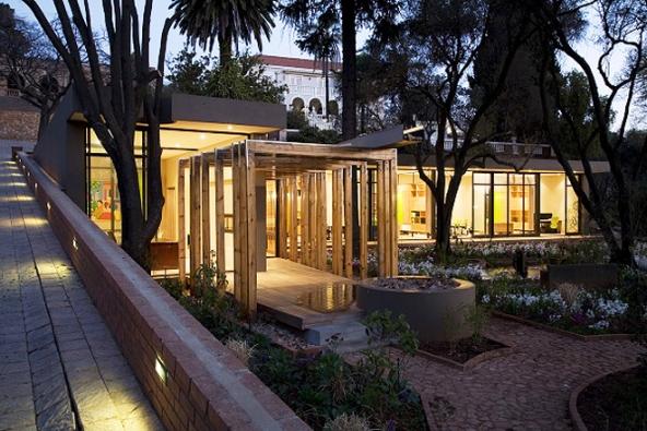Nejznámější jihoafrická architektka Katte Otten se první prosincový čtvrtek představí v rámci série přednášek Architektky II v pražském kině Světozor.