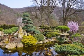 Krása japonských zahrad spočívá vjedinečném napodobování přírody, což je mimo jiné izákladní rozdíl mezi východní azápadní tvorbou.