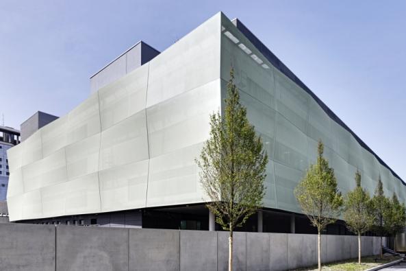 3D vzhled textilní fasády FACID na budově chirurgického centra v Mnichově (Großhadern) (Zdroj: Schüco).