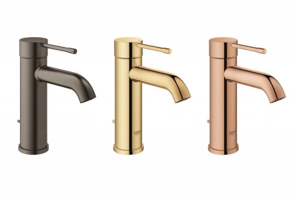 Nově rozšířená řada vodovodních baterií GROHE Essence povyšuje osobitý koupelnový design na zcela novou úroveň prostřednictvím nepřeberného množství barevných provedení a povrchových úprav.