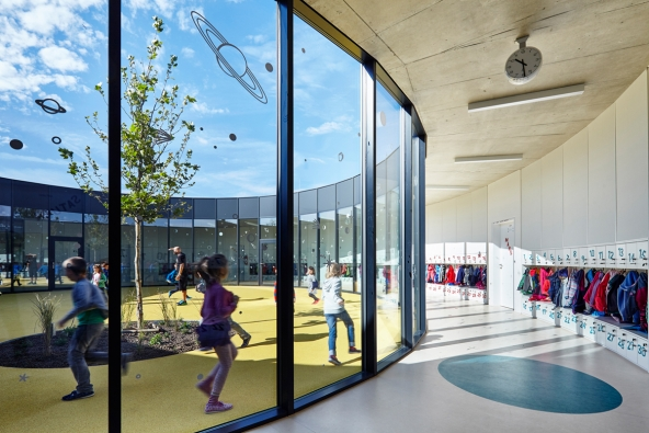 Pavilon základní školy v Líbeznicích / Projektil architekti (nominovali ČKA, Jana Tichá a Osamu Okamura). Foto:  Andrea Thiel Lhotáková
