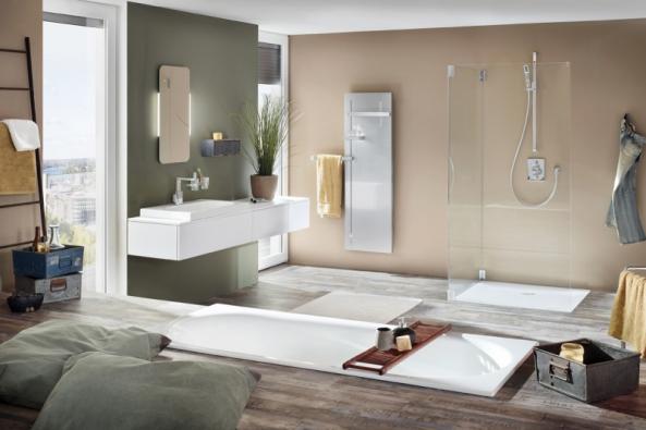 Zapuštění vany do podlahy patří k náročným, ale velmi unikátním řešením, uvolňujícím prostor koupelny. Na snímku smaltovaná vana Bette, www.koupelny-waterloo.cz