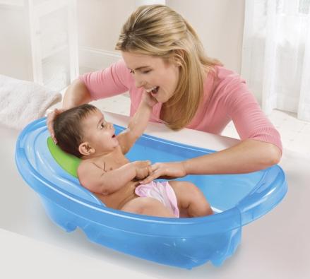 Dětská vanička Sparkle'n 'Splash (Summer Infant) je vhodná pro novorozence adíky polohovatelné podložce poroste smiminkem až do1 roku. www.diapers.com