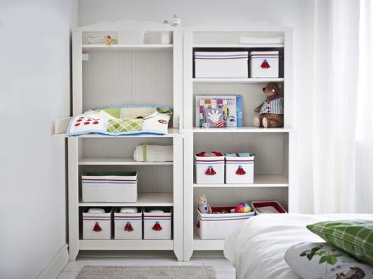 Přebalovací stůl/skříňka Hensvik (Ikea) můžete proměnit vpolicový díl,  až ho přestanete potřebovat. Rozměry  76 x 161 x 75cm, www.ikea.cz