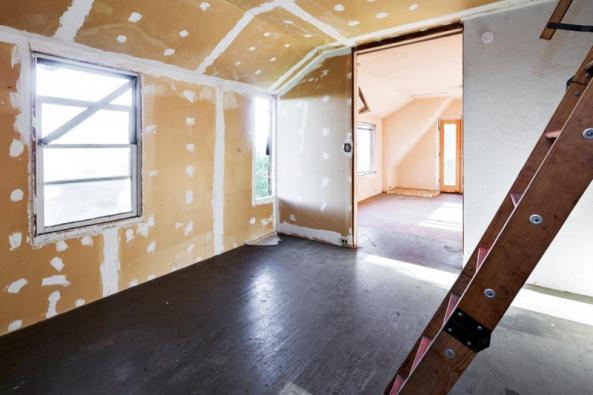 Při stavbě nových příček se nejčastěji používají cihly, bloky, příčkovky atvárnice, nebo se staví celistvé stěny zbetonu či lehkých sendvičových konstrukcí.