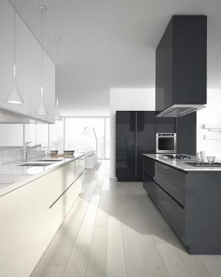 Linka Emetrica má speciální hladký lesklý vysoce odolný povrch Kerlite, ideální domoderní kuchyně. Vyrábí Estremomeda, nabízí Concept Store Karlín.