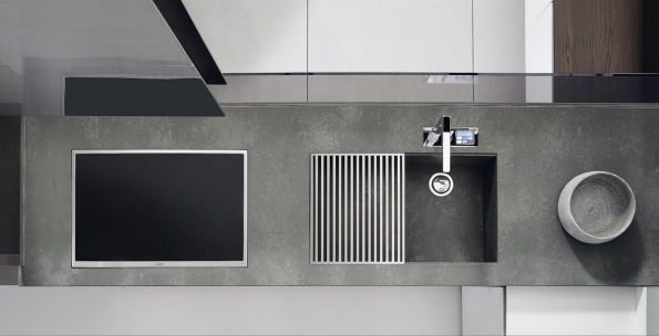 Vysoce odolná pracovní deska Iconcrete sdezénem betonu patří dokategorie industriálních ahigh-tech kuchyní. Vyvinula společnost Ernestomeda, nabízí Concept Store Karlín.
