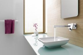 Nové koupelnové baterie řady Kludi E2 snižují spotřebu kovu při výrobě anabízejí úsporné pákové ovládání. Prodávají Koupelny Ptáček