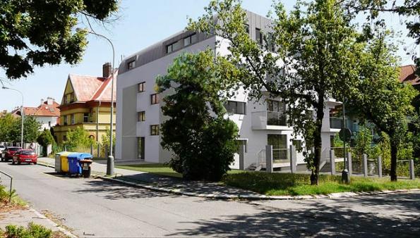 Studie viladomu se 13 byty navazuje nacharakter zástavby vPraze-Strašnicích.