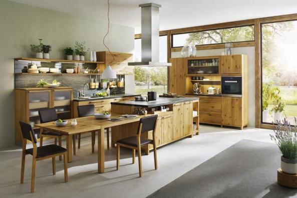 Kuchyň patří knejdůležitějším obslužným aregeneračním částem domu, kde jednotlivci irodina tráví spoustu času. Odzařízení těchto prostor se odvíjí komfort bydlení. Stavebně pak jde opomyslnou tečku zaslovem hotovo!