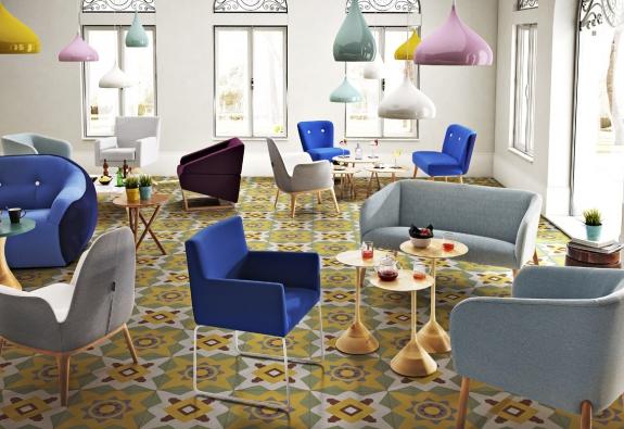 Mají slunce, moře, skvělé víno, mandle aolivy. VeŠpanělsku umějí také vyrobit pohodlný designový nábytek, doněhož se promítají cit pro barvy, temperament, tradiční řemeslo asoučasné trendy.