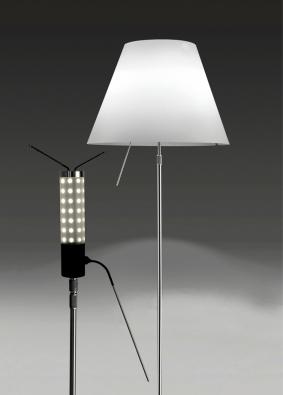 Design lamp Constanza (autor: Paolo Rizzatto) vznikl už v roce 1986, ale právě díky inovaci s LED technologiemi mohla tato svítidla zažít slavný návrat do třetího tisíciletí (LUCEPLAN)