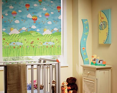 Látkové rolety představují velmi oblíbený dekorativní prvek interiéru, dodětského pokojíku se však instalují především pro své užitné vlastnosti.