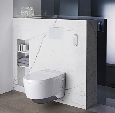Sprchovací WC AquaClean Mera spojuje komfort sdokonalou čistotou ašpičkovými technologiemi. (GEBERIT)