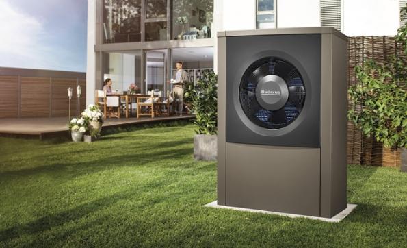 Venkovní jednotka nové generace tepelných čerpadel systému vzduch/voda Logatherm WPL AR disponuje pokročilou invertorovou technologií regulace výkonu (Buderus)
