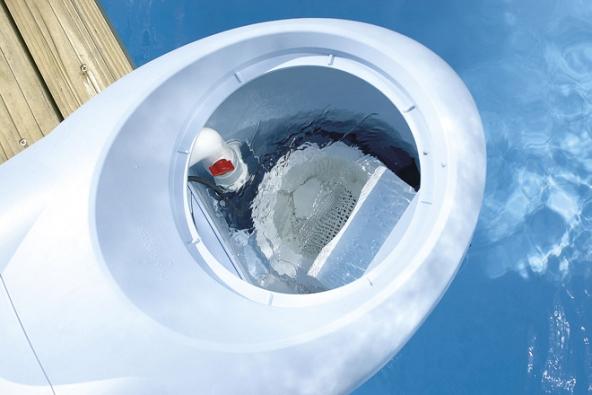 Filtrační systém Desjoyaux nevyžaduje žádné potrubní rozvody, což je výhodné pro instalaci, provoz imaximální spolehlivost abezporuchovost zařízení.