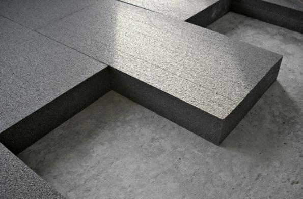 Izolační desky Isover EPS Grey 100 jsou grafitovým izolantem nové generace se zvýšeným izolačním účinkem. Jsou určeny především pro zateplení podlah. Je výhodné je také použít všude tam, kde není dostatek místa pro izolace tradiční (ISOVER)