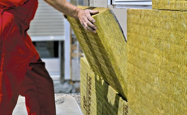 Deska Frontrock MAX E zkamenné vlny je určena pro stavební tepelné, protipožární aakustické izolace vevnějších kontaktních zateplovacích systémech (ETICS) mechanicky kotvených sdoplňkovým lepením (ROCKWOOL)