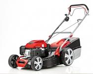Benzinová sekačka Classic 5.16 VS-A PLUS, zvaná Všeuměl, obstará sečení, sběr, mulčování aboční výhoz trávy. Sběrný koš má objem úctyhodných 65l. Cena 9990Kč (AL-KO)