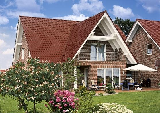 Pálenou střešní krytinu Röben poznáte naprvní pohled. Keramika je pohledově atraktivní zejména sohledem naširokou paletu vzorů aodstínů tašek atím icelkové plochy střechy.