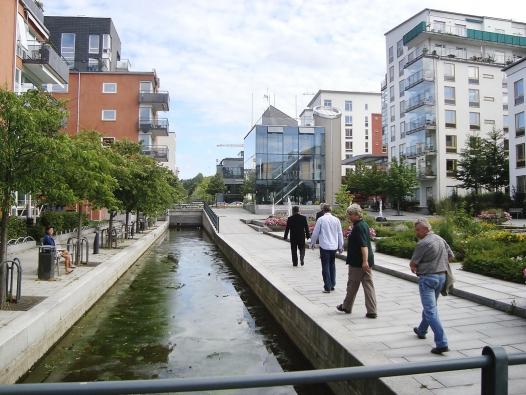 Dobrou cestou se vydali i ve Stockholmu (Smart City Stockholm). Ekologické bydlení v části zvané Hammarby Sjöstad patří mezi velmi oblíbené.