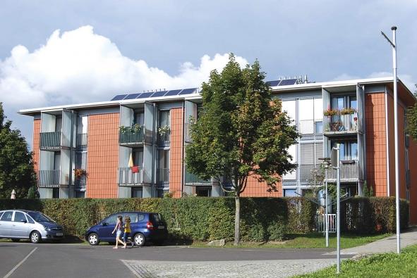 Ve využívání solárních kolektorů nejenom na fasádách domů je jednoznačným průkopníkem Solar City v Pichlingu u Lince.