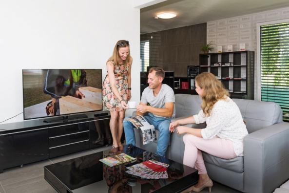 Návštěva vzorového domu je nejlepší způsob, jak získat reálnou a detailní představu o bydlení na vlastní kůži, a zároveň veškeré informace a rady odborníků na jednom místě. Ideálně pokud je vzorových vzorových domů více na jednom místě.