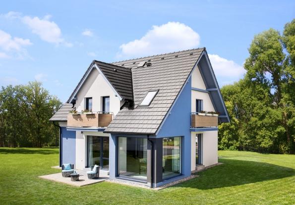 Většina českých stavebníků má zájem odům střední velikosti pro čtyřčlennou rodinu, se sedlovou střechou, smoderními technologiemi, úsporným provozem apříjemným nadčasovým vzhledem. Zdařilým příkladem, který toto vše nabízí, je dům Romance (CANABA)