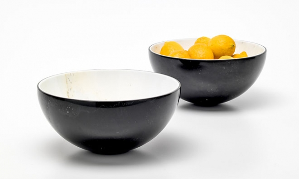 Dvouvrstvé mramorové desky Bislapis® mají tloušťku 6, 9 a12mm, každá strana může mít jinou barvu astrukturu. Toho se využívá kzajímavým estetickým efektům nejen u nábytku. Vyrábí společnost Marmi Remuzzi Bergamo (3)
