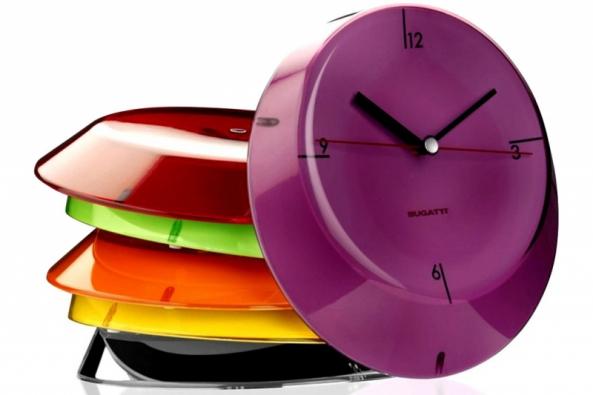 1. Hodiny Glamour, plast, Ø 33 cm, vyrábí Bugatti Casa, www.hdesign-shop.cz
