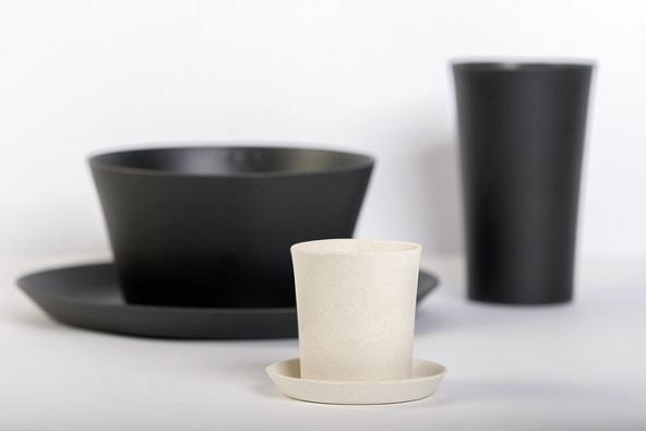 Společnost 8pandas vyvinula unikátní technologii zpracování bambusového vlákna navýrobu stolního nádobí. Působením vysokých teplot atlaků získá materiál velkou tvrdost, pevnost, odolnost proti opotřebení, vodě ivysokým teplotám.