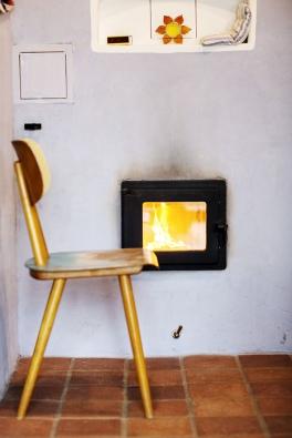 """Zdravé teplo v domě má na starosti ohromná """"těžká"""" pec. Ta díky své velké hmotnosti dokáže naakumulovat a následně dlouhou dobu uvolňovat značné množství tepla."""