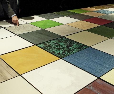 Stěrky Oikos umožňují výběr velké škály barev astruktur – odhladkého homogenního povrchu přes napodobeniny textilu, kamene, rezavého kovu až po originální plastické struktury skontrastními barvami (2)