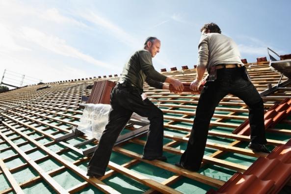 Jaké betonové tašky jsou v očích pokrývačů synonymem prvotřídní technologie a kvality? Výrobky od značky Bramac. Vyplývá to z výsledků výzkumného projektu Kvalitní stavební materiály, které byly zveřejněny koncem letošního dubna. Nezávislé hodnocení zaštítila renomovaná výzkumná agentura Nielsen Admosphere.