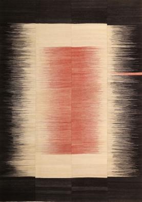Společnost Edelgrund se zaměřuje natradiční perské koberce tkané bez vlasu. Nejnovější kolekce Alasht je tkaná ručně, ze 100% ručně zpracované perské vlny, barvené čistě rostlinnými barvivy. Designéři Ali aReza Lofti navrhli moderní design, který podtrhuje krásu aautentičnost této techniky. (2)