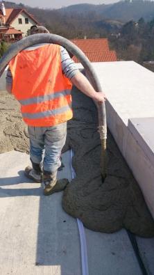 Lití cementové pěny Poriment (Foto: Českomoravský beton)
